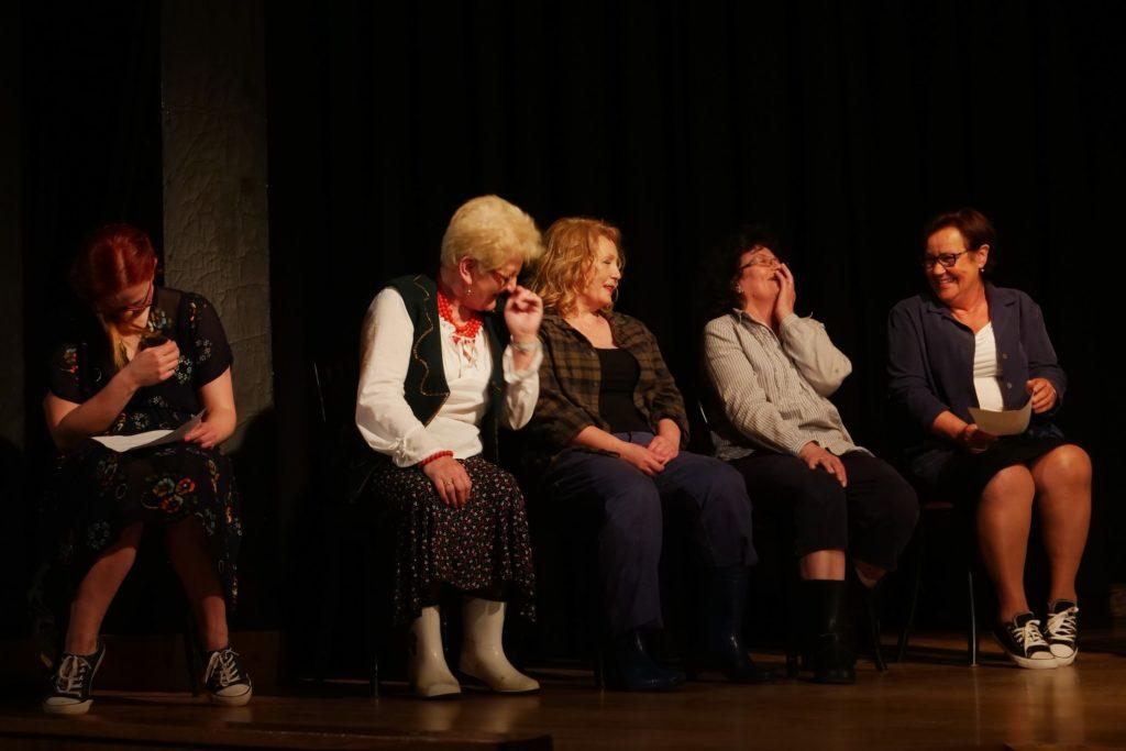 """Spektakl """"Hamlet we wsi Komorne Głuche"""" / Grupa Teatralna Agrafka - MOK Wojkowice"""