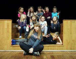 Zdjęcie przedstawiające młodych tancerzy grupy jumpstyle Color Bears Team